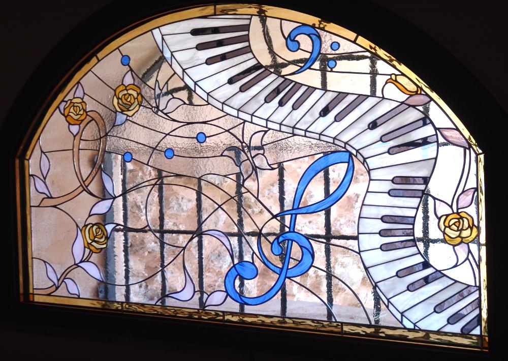 finestra-vetrata-mosaico-rose-pianoforte