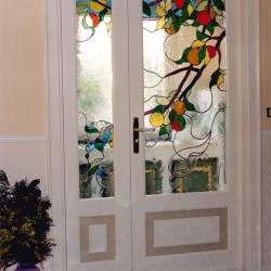 Vetrata con agrumi in porte a battente composta da due elementi